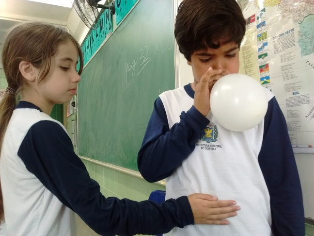 Alunos observam movimentos do sistema respiratório