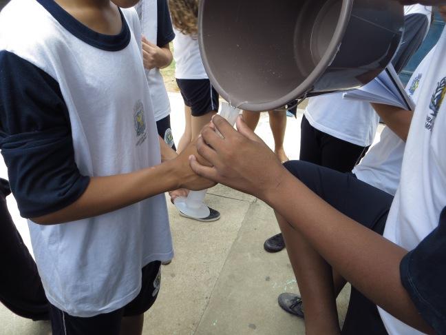 A água excedente de cada aluno era coletada...