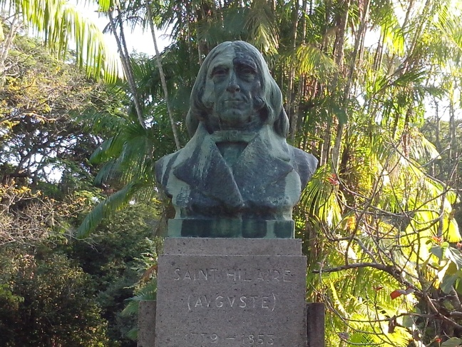 Busto de Saint Hilaire, na área dedicada aos botânicos do século XIX